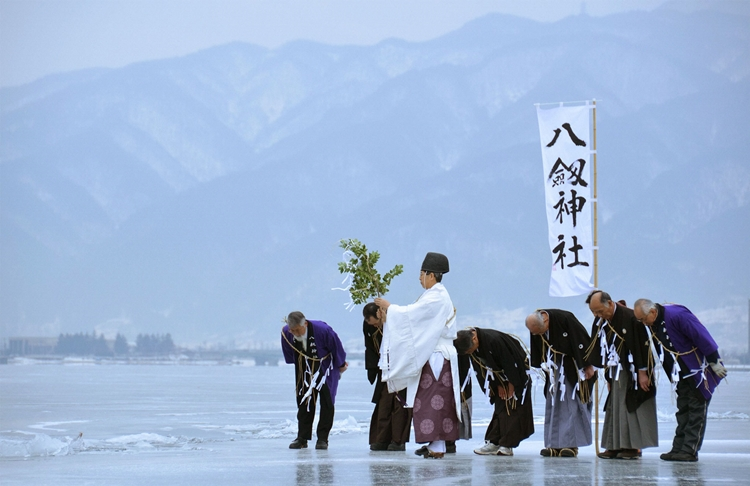 NAGANO, Japan - A Shinto ritual is held on the surface of the frozen Lake Suwa in Nagano Prefecture on Feb. 6, 2012 to predict the year's social situations and the prospects for crop harvests and weather from a streak of elevated ice cracks, a natural phenomenon observed two days earlier on the Nagano Prefecture lake for the first time in four years. (Kyodo)
